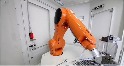 KUKA机器人:缩短换刀时间 使机床利用率最大化